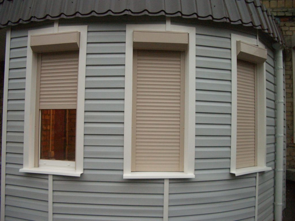 Protective roller shutters for windows: safety, comfort, beauty